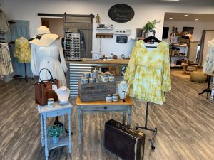 Trunk Show: Traveling Chic Boutique @ New Farifield Senior Center | New Fairfield | Connecticut | United States